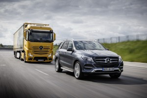 Mercedes-Benz; Active Brake Assist 4; Teilbremsung auf sich bewegende Hindernisse; 